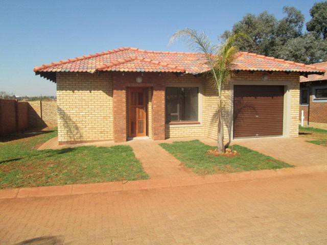 Roodepoort, Groblerpark Property    Houses To Rent Groblerpark, Groblerpark, Townhouse 3 bedrooms property to rent Price:,  7,50*