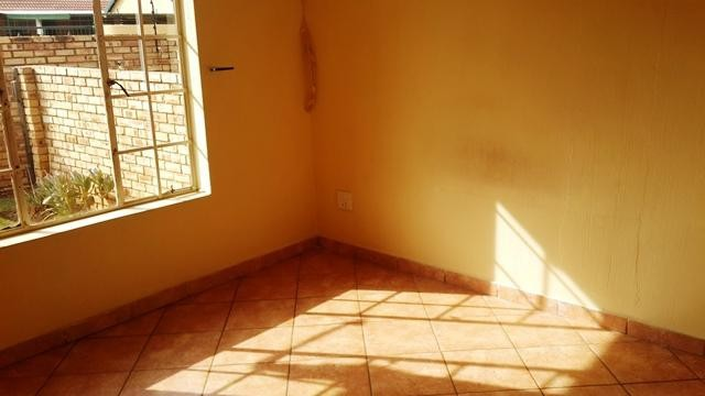 Witpoortjie property to rent. Ref No: 3286077. Picture no 7