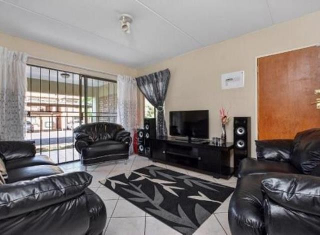 Ruimsig property to rent. Ref No: 13236630. Picture no 4