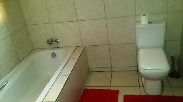 Radiokop property to rent. Ref No: 3304631. Picture no 18