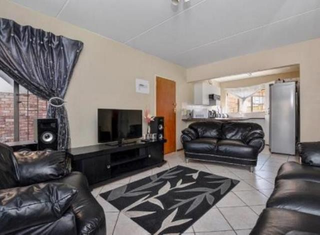 Ruimsig property to rent. Ref No: 13236630. Picture no 3