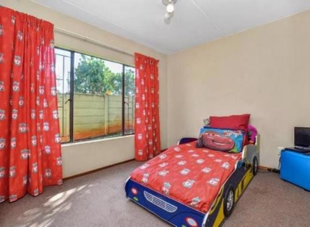 Ruimsig property to rent. Ref No: 13236630. Picture no 9