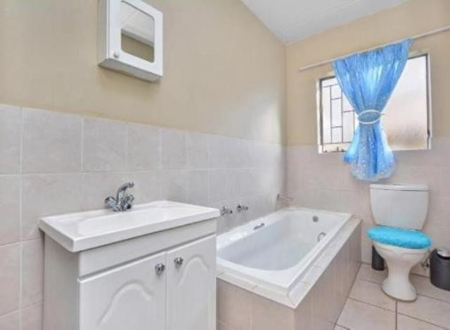 Ruimsig property to rent. Ref No: 13236630. Picture no 7