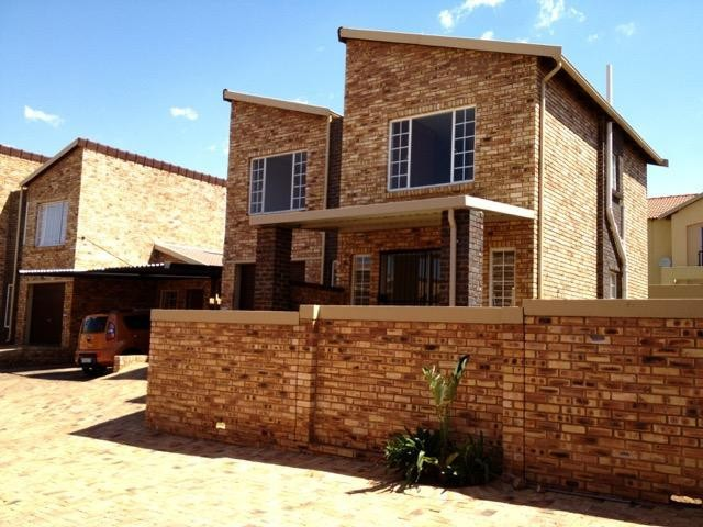 Roodepoort, Ruimsig Property  | Houses To Rent Ruimsig, Ruimsig, Duplex 4 bedrooms property to rent Price:, 11,00*