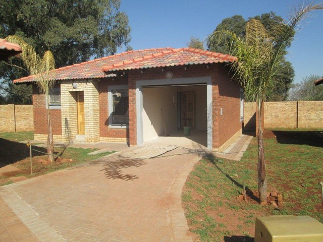 Roodepoort, Groblerpark Property    Houses To Rent Groblerpark, Groblerpark, Cluster 3 bedrooms property to rent Price:,  7,50*