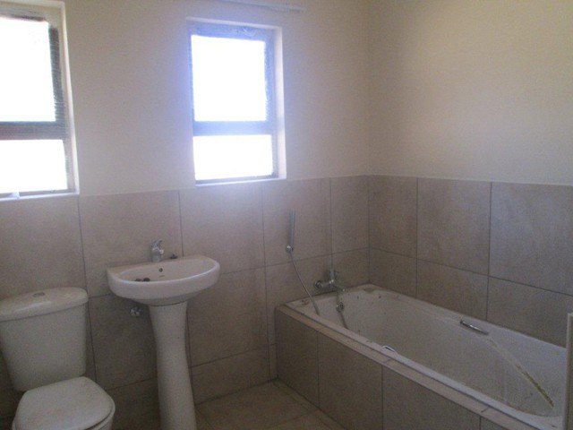 Groblerpark property to rent. Ref No: 13283381. Picture no 6
