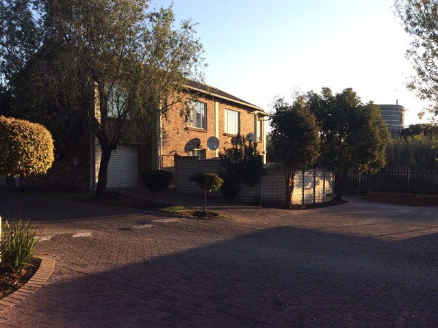 Roodepoort, Wilgeheuwel Property  | Houses To Rent Wilgeheuwel, Wilgeheuwel, Townhouse 3 bedrooms property to rent Price:,  8,00*