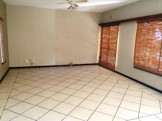 Northcliff property to rent. Ref No: 13383660. Picture no 3