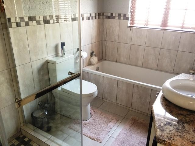 Lonehill property to rent. Ref No: 13386087. Picture no 22