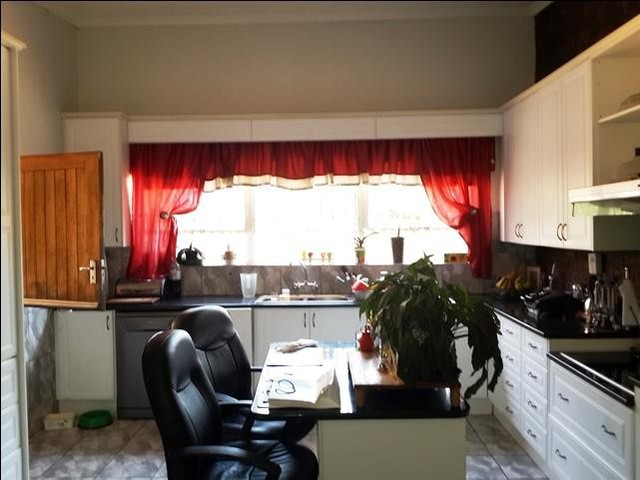 Rangeview property to rent. Ref No: 13402153. Picture no 9