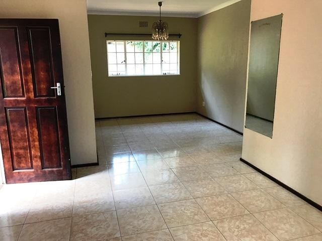 Constantia Kloof property to rent. Ref No: 13259317. Picture no 4