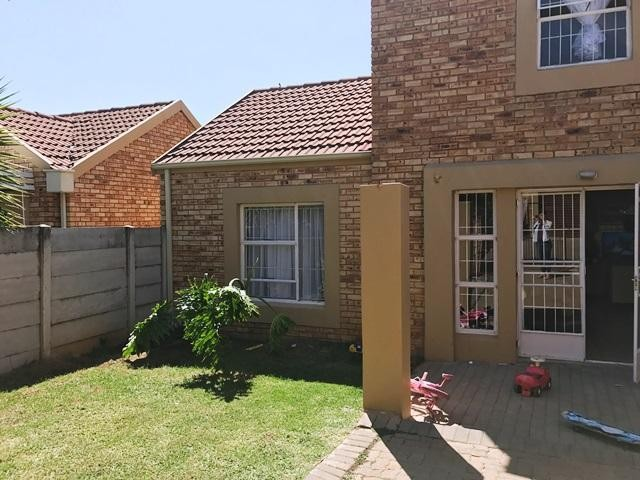 Roodepoort, Wilgeheuwel Property  | Houses To Rent Wilgeheuwel, Wilgeheuwel, Duplex 4 bedrooms property to rent Price:,  9,00*