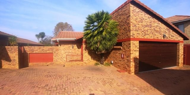 Roodepoort, Weltevredenpark Property  | Houses To Rent Weltevredenpark, Weltevredenpark, Townhouse 5 bedrooms property to rent Price:, 15,00*