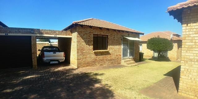 Roodepoort, Witpoortjie Property  | Houses To Rent Witpoortjie, Witpoortjie, Townhouse 2 bedrooms property to rent Price:,  4,50*
