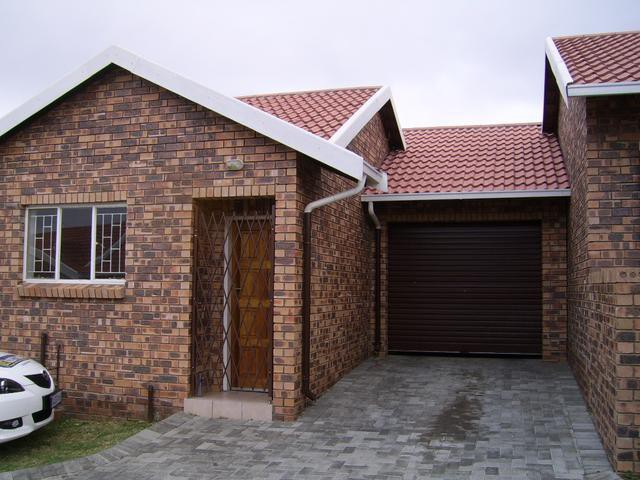 Roodepoort, Groblerpark Property    Houses To Rent Groblerpark, Groblerpark, Townhouse 2 bedrooms property to rent Price:,  5,00*