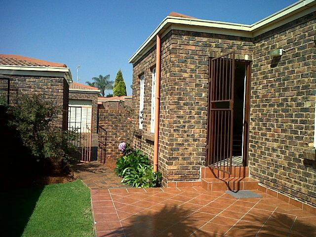 Roodepoort, Allens Nek Property  | Houses To Rent Allens Nek, Allens Nek, Townhouse 2 bedrooms property to rent Price:,  7,50*