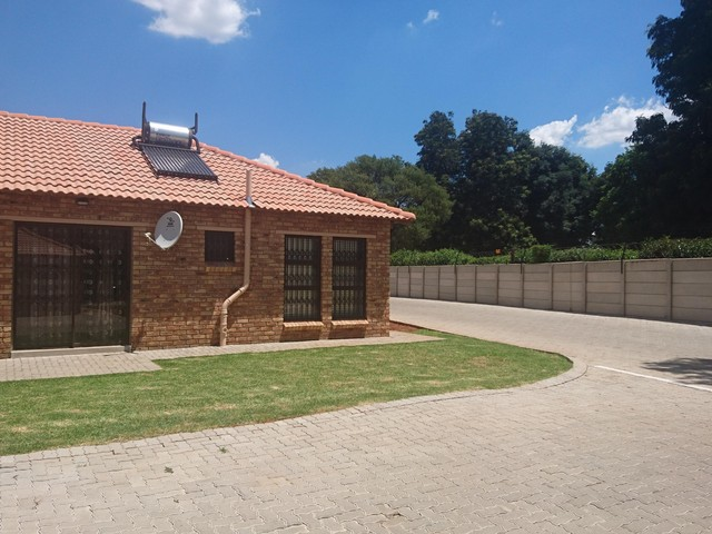 Roodepoort, Groblerpark Property  | Houses To Rent Groblerpark, Groblerpark, Cluster 2 bedrooms property to rent Price:,  5,00*