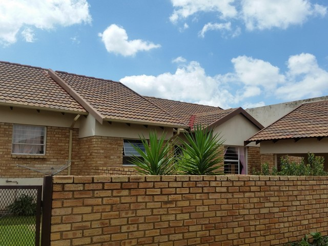 Roodepoort, Groblerpark Property  | Houses To Rent Groblerpark, Groblerpark, Simplex 3 bedrooms property to rent Price:,  7,00*