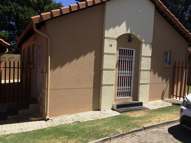 Roodepoort, Radiokop Property  | Houses To Rent Radiokop, Radiokop, Townhouse 2 bedrooms property to rent Price:,  7,50*