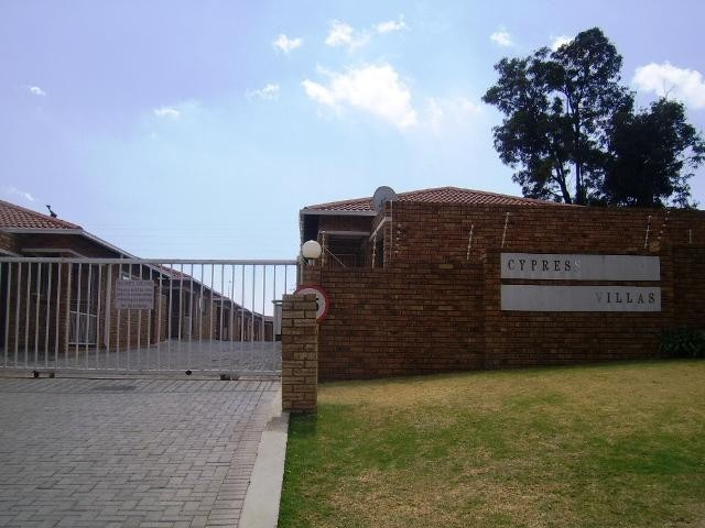 Roodepoort, Wilro Park Property  | Houses To Rent Wilro Park, Wilro Park, Townhouse 2 bedrooms property to rent Price:,  7,00*
