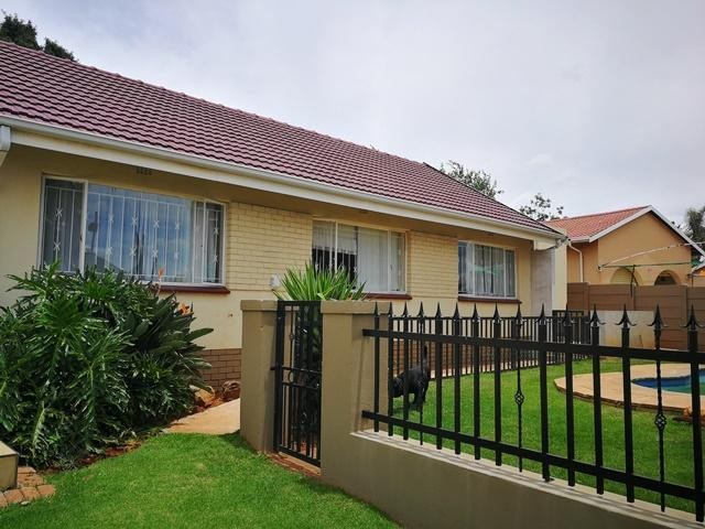 Roodepoort, Wilro Park Property  | Houses To Rent Wilro Park, Wilro Park, House 1 bedrooms property to rent Price:,  5,50*